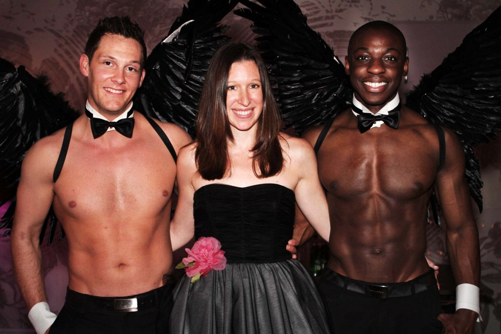 Lauren Kate with two shirtless angels